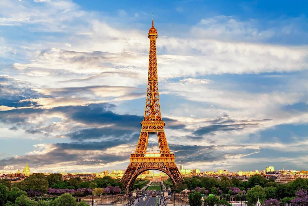 03 EiffelTower101 WhatsthebesttimeofDayvisit 3. eiffel tower 3349075 960 720 Iconic Buildings, The Top 24 Most Beautiful Structures Around The World