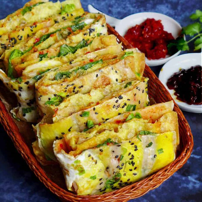 Chinese jianbing fried baked pancake 5 Countries With The Best Street Foods