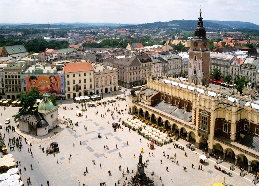 Krakow rynek 01 16 Beautiful And Captivating Sites In Europe You Have To Visit