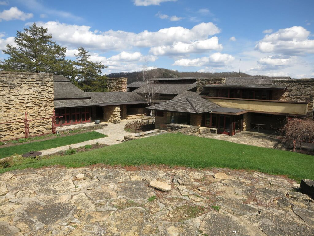 Taliesin East 1 10 Beautiful Houses Designed By Frank Lloyd Wright You Must See