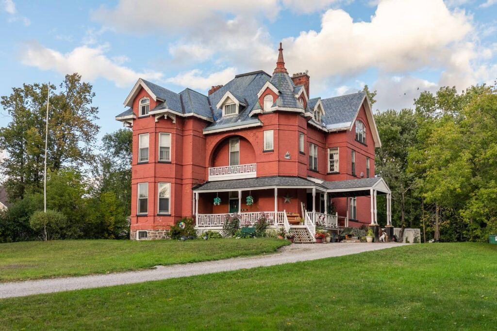 carl beck house ontario cr airbnb 10 Scariest Places To Visit. No. 4 Will Make You Want To kill Yourself.