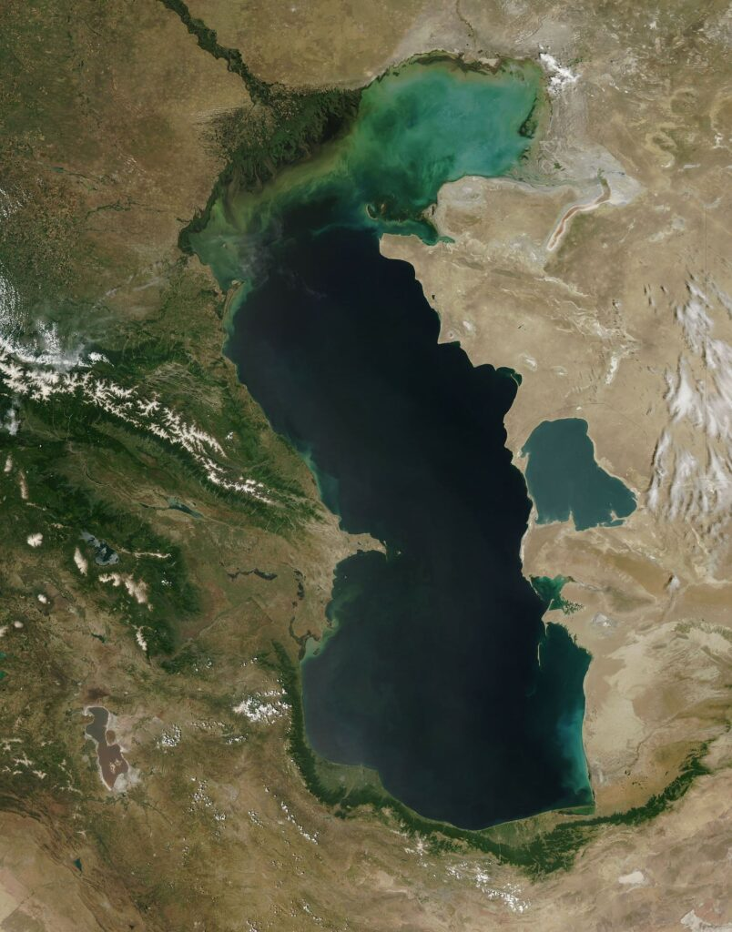 caspian sea 62905 1920 Top 10 Most Amazing Lakes In The World