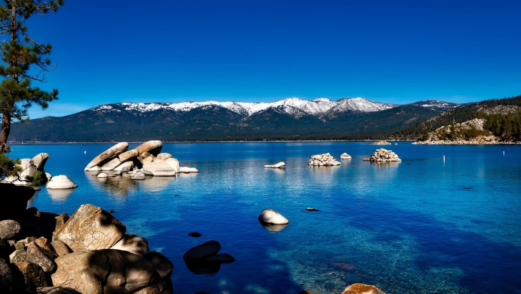image 12 Top 10 Most Amazing Lakes In The World