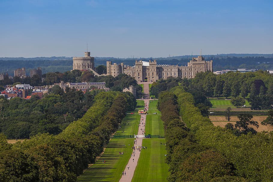 windsor castle monument building park 1 10 Must-Visit Places In The United Kingdom